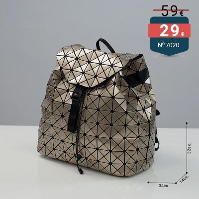 07646aae80c Τσάντα σακίδιο πλάτης με τριγωνάκια τύπου Bao Bao χρώμα χρυσό
