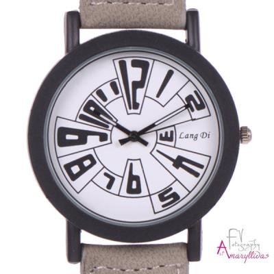 1a998f7634 Γυναικείο ρολόι χειρός με μπεζ λουρί και λευκό καντράν by Amaryllida s Art  colle