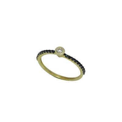 Γυναικείο μονόπετρο δαχτυλίδι σε κίτρινο χρυσό Κ14 με με λευκά και μαύρα  ζιργκόν a0199e05a63