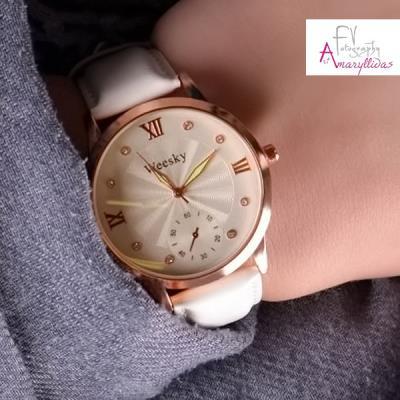 Κλασικό γυναικείο ρολόι χειρός σε λευκό χρώμα με διακοσμητικούς  χρονογράφους by 0397dd49069